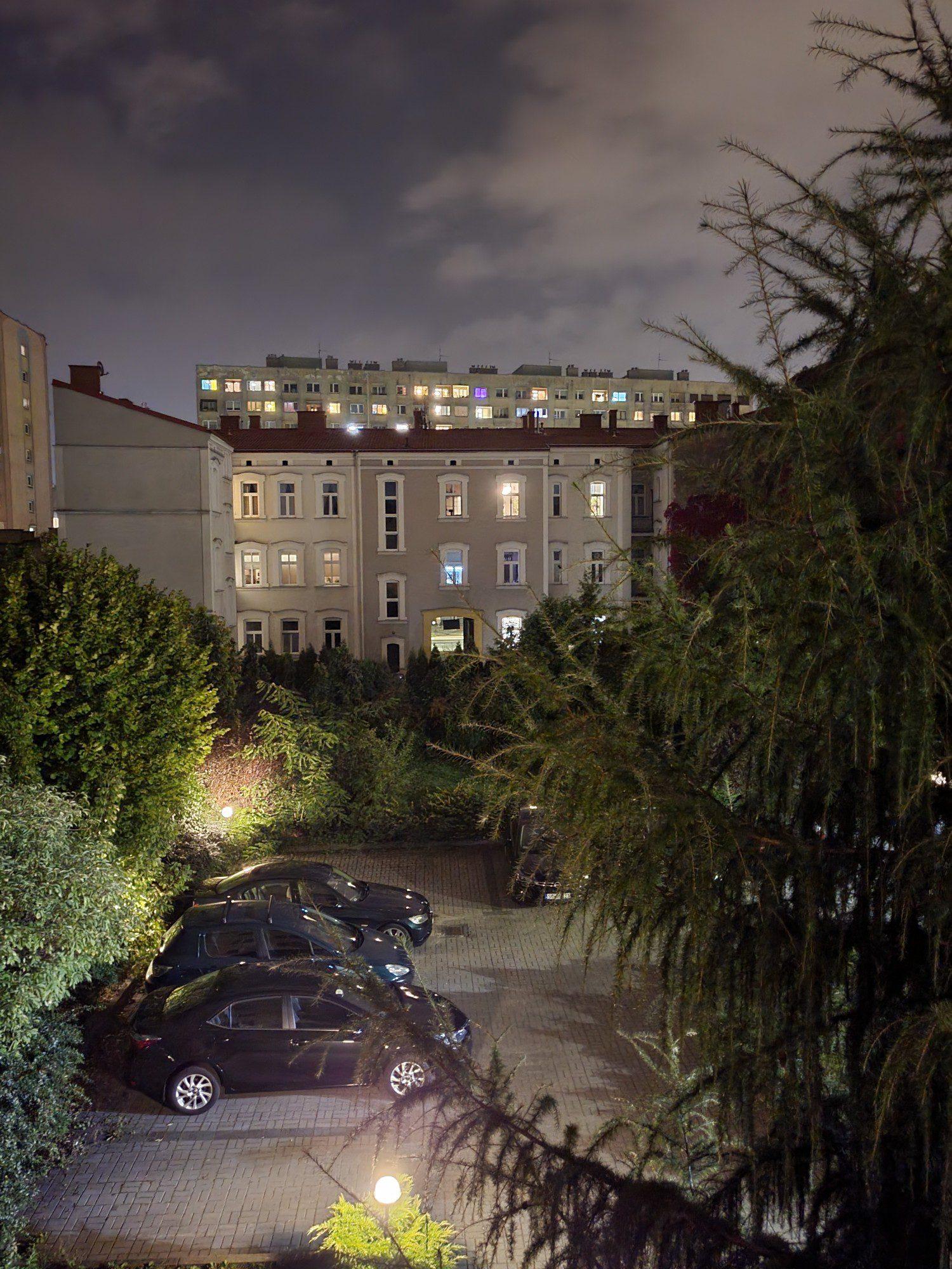 podwórko w trybie nocnym z flip3
