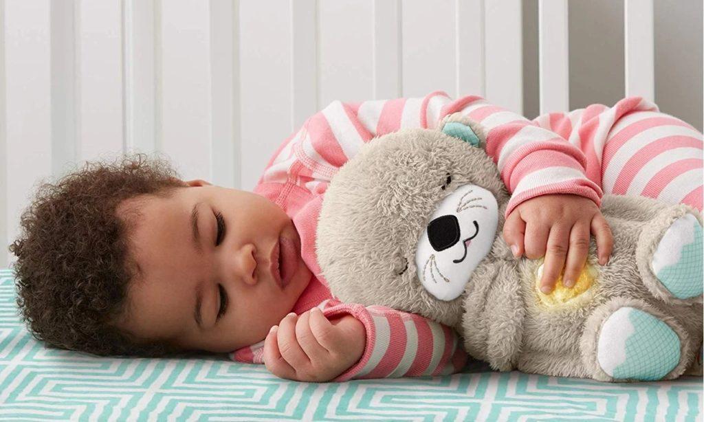 dziecko z przytulanką