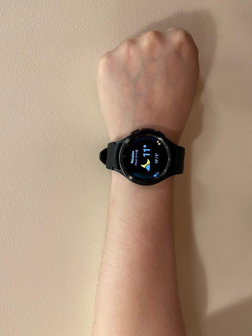 galaxy watch 4 męski nadgarstek