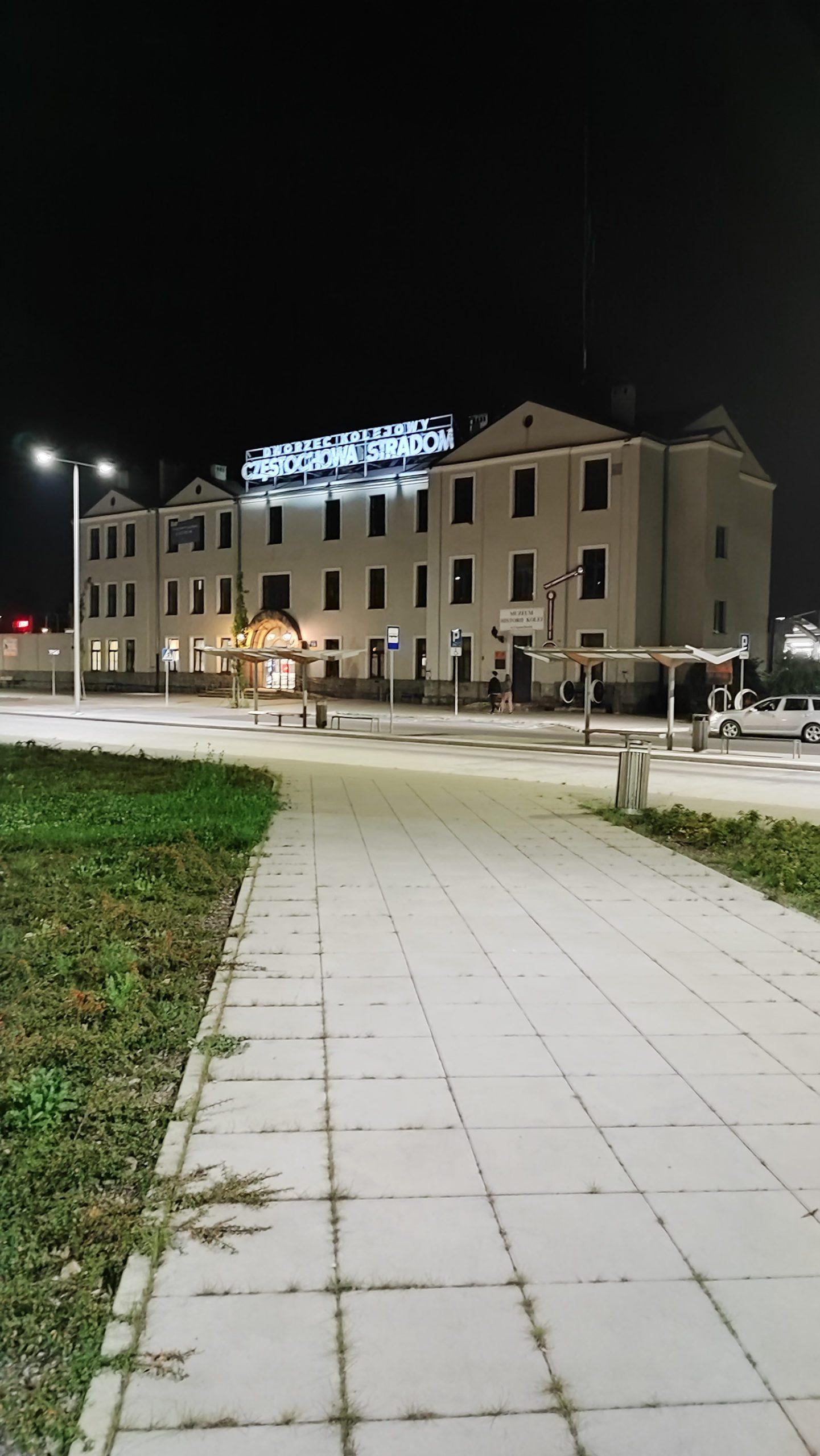 xiaomi 11t pro zdjęcie nocne dworca