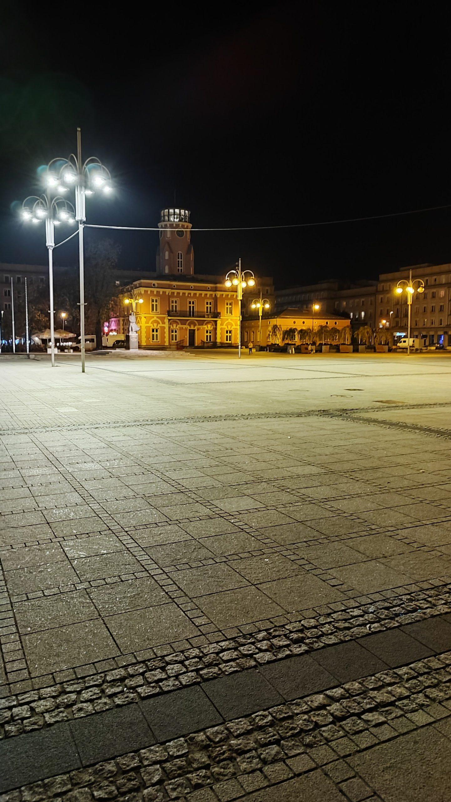xiaomi 11t pro zdjęcie nocne placu