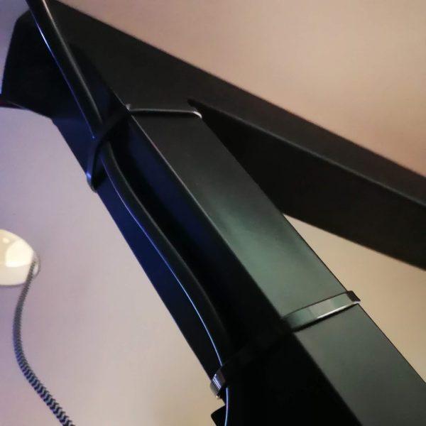 biurko dla gracza silver monkey gd-160 przypięcie kabli do stelażu